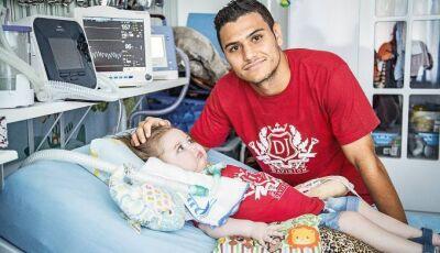 Casal é acusado de gastar indevidamente dinheiro de campanha para filho com doença rara