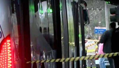 Tiroteio durante assalto dentro de ônibus deixa três mortos e quatro feridos