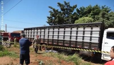 Mulher morre em acidente entre moto e caminhão em Amambai