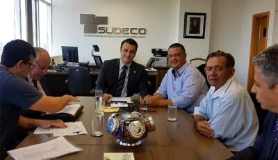 Prefeito e Vereadores de Deodápolis entregaram pedido de Caminhão Compactador e Kit de Pavimentação