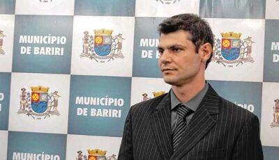 Câmera flagra irmão à procura de menina que teria sido abusada por prefeito de Bariri