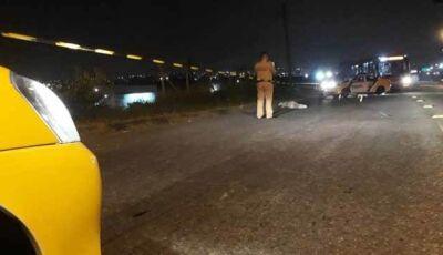 Homem tenta correr, mas é executado no meio da rua