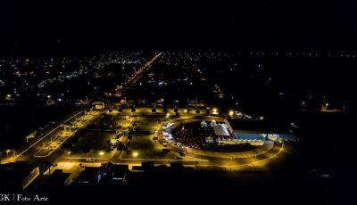 FOTO LEGENDA: Festa do Milho que aconteceu na noite de sábado é registrada de cima em Jateí