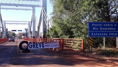 No segundo dia de protesto, caminhoneiros continuam com rodovia fechada em Fátima do Sul