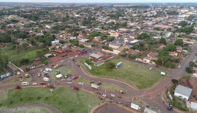 FOTO DO DIA: Carreata dos caminhoneiros vista de cima em Fátima do Sul