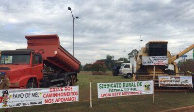 Bloqueios continuam e caminhoneiros convocam população para 'Parar Fátima do Sul'