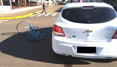 Ciclista é atingida por veículo na região central de Nova Andradina