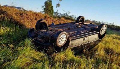 Veículo é encontrado capotado e abandonado em estrada vicinal