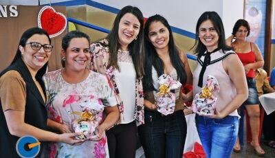 Vicentina: Mães do Conviver ganham presentes e primeira dama Sandra é homenageada, confira as fotos