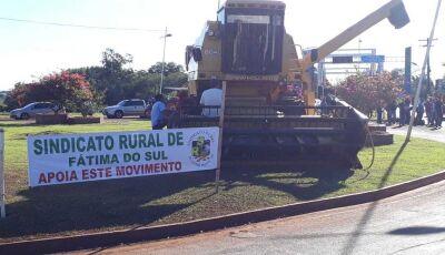 Protesto de caminhoneiros contra preço do diesel tem bloqueios em 10 cidades de MS