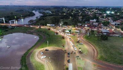 FOTO DO DIA: Fotógrafo registra de cima, produtores e apoiadores aos caminhoneiros em Fátima do Sul