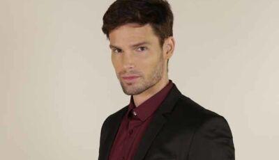Vittorio (Jonatas Faro) fica surpreso ao descobrir por carta que Stefano (Flávio Galvão) é seu pai