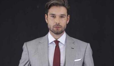 Ricardo (Sérgio Marone) autoriza que um navio de fugitivos seja bombardeado