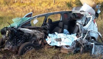 Mulher morre em acidente envolvendo carro e carreta na BR-158 em Três Lagoas