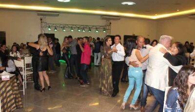 Muito Glamour no Baile dos Namorados no Mandacaru Centro de Eventos de Fátima do Sul