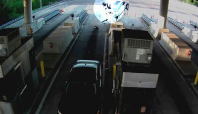 Homem é arremessado de veículo após acidente em pedágio e sobrevive