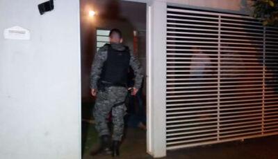 Homem é executado com 12 tiros na varanda de casa