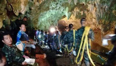 Adolescentes presos em caverna na Tailândia são encontrados com vida