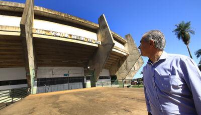 Reinaldo Azambuja visita Guanandizão e garante verba para recuperar o ginásio