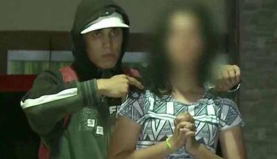 Jovem tem pistola apontada para cabeça em assalto