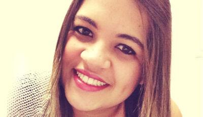 Jovem que morreu ao cair com carro em cratera era advogada de 24 anos