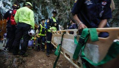 Mergulhador morre em resgate de garotos de caverna na Tailândia