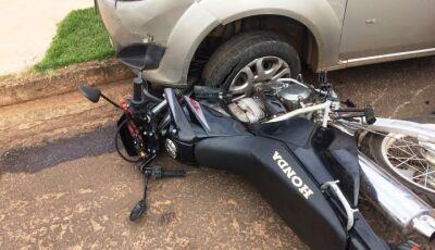 Acidente entre carro e moto deixa apenas danos materiais