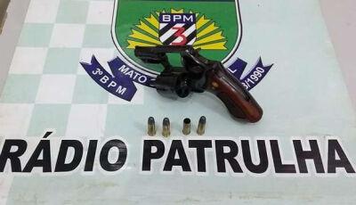 Adolescente fere amigo com tiro  acidental ao mostrar arma de fogo