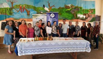 Curso de produção de conserva de frutas é realizado no Serviço de Convivência dos Idosos de Jateí