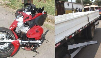 Motociclista tem parte da perna amputada em acidente