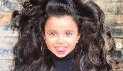 Menina de 5 anos bomba no Instagram por causa do cabelão