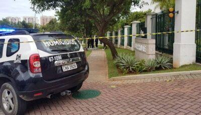 Homem desce do carro e mata mulher com tiro a queima roupa