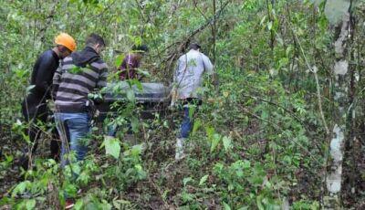 Corpo é retirado das águas do Córrego Montalvão pelo Corpo de Bombeiros