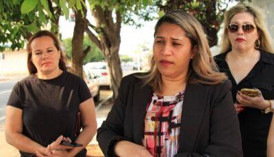Professora acusada de ofender alunos volta à escola e pais se revoltam