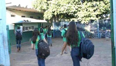 Governo abre 1,5 mil vagas de trabalho para a educação