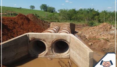 Valorizando a zona rural, prefeitura finaliza tubulação na região da Gleba Nova Esperança em Jateí