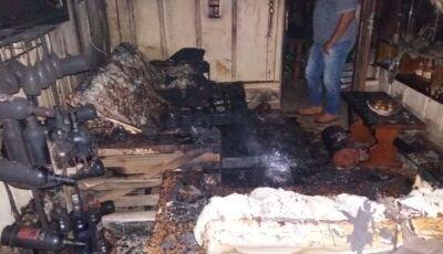 IVINHEMA: Casa fica toda destruída após incêndio