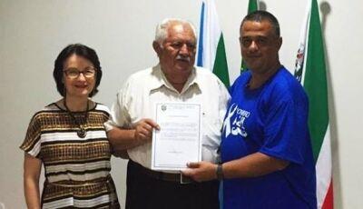 Márcio Teles destaca mais de 40 anos de serviços prestados e homenageia Dr. Ferreira em Deodápolis