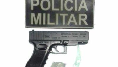 Jovem é flagrado com pistola de brinquedo e cocaína em lanchonete