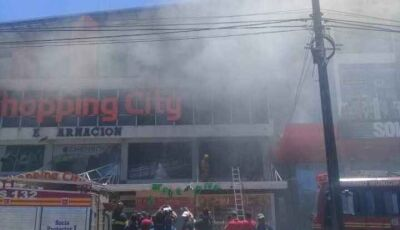 Incêndio de grandes proporções atinge shopping no Paraguai; Veja vídeo