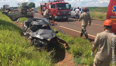 Colisão entre veículos à cerca de 70 km de Maracaju deixa vítima fatal presa em ferragens