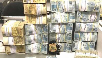 PF apreende R$ 2 milhões em busca em endereços de Aécio e aliados de Temer