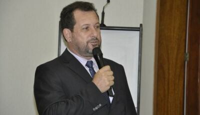 Ministério Público pede afastamento de prefeito por contratações irregulares