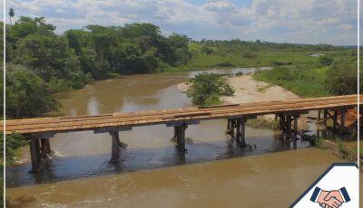 JATEÍ: Eraldo entrega reforma completa da ponte de madeira sobre Rio Guiraí na Gleba Nova Esperança
