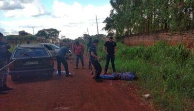 Após ser descoberto, homem morre em troca de tiros com a Polícia