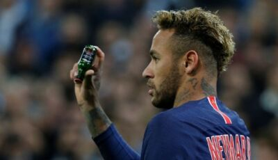 Neymar publica foto com 24 homens após polêmica com mulheres