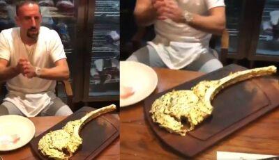 Ribery come bife banhado a ouro no valor de R$ 5 mil; Assista
