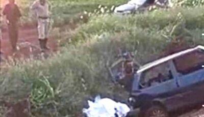 Motorista morre ao ser arremessado para fora de carro em capotagem