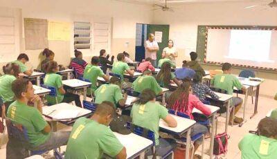 SED abre processo seletivo para educadores no Projovem com salários de até R$ 4 mil