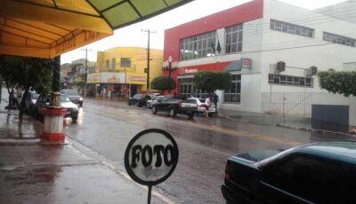 Forte calor é amenizado por pancadas de chuva neste sábado em Fátima do Sul